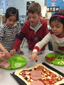Div24 Kinders make pizza - 20 friends, 5 toppings = 100.